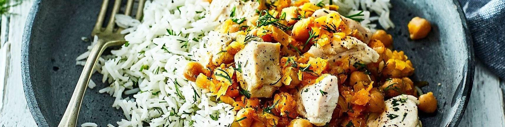 Kruidige kip met rijst en kikkererwten