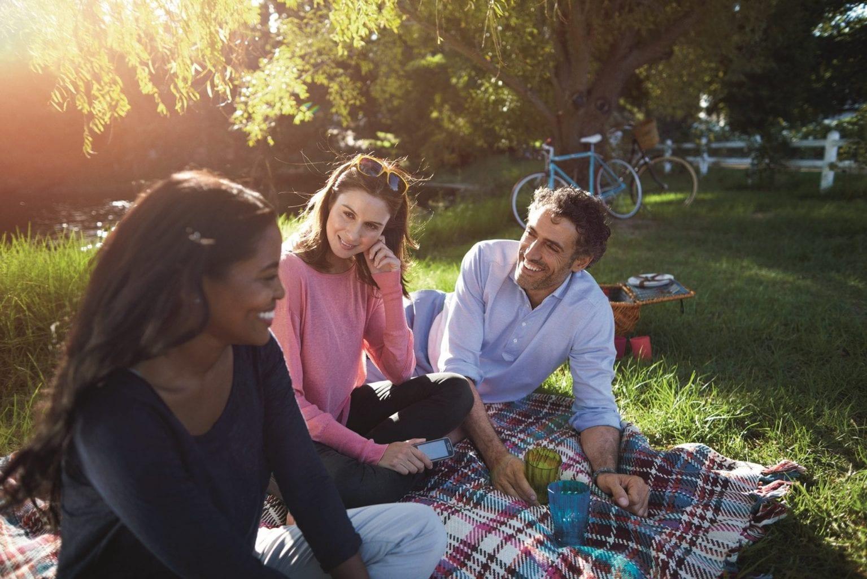 Ga lekker picknicken in park of bos. Eet smakelijk!