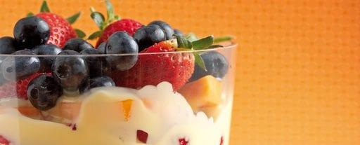 Tropische trifle met ontbijtgranen