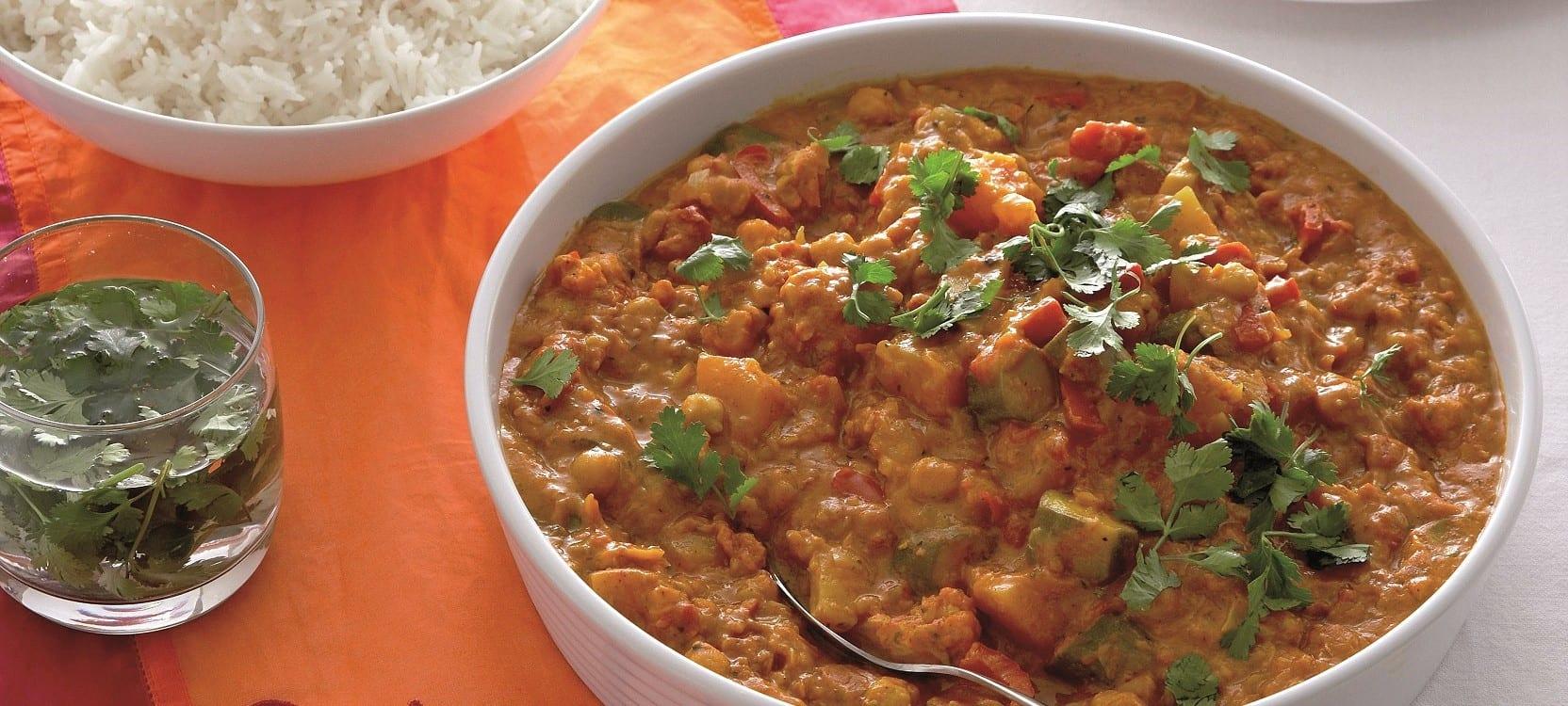 Vegetarische curry met pompoen en bloemkool