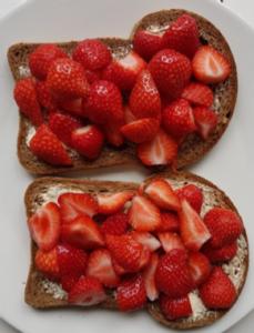 Brood met aarbeien