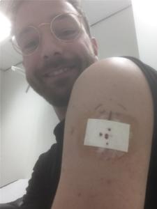 Olaf met de continue glucosesensor Eversense XL