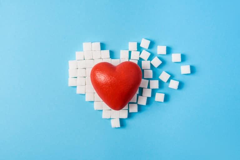 glucosesensor vergoeding - rood hart op suikerklontjes